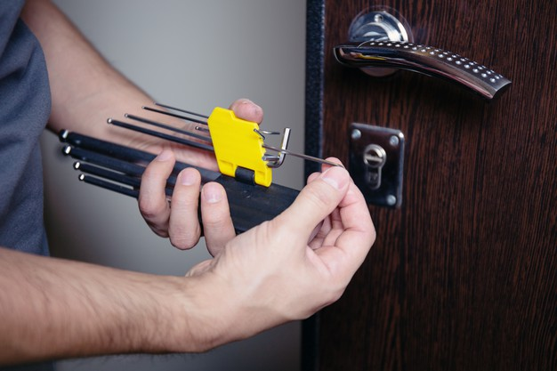 closeup-male-hands-repair-installing-metal-door-lock-with-screwdriver-improved-robbery-protection_410521-10
